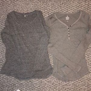 3/$12✨Set of 2 Gray long sleeve tees